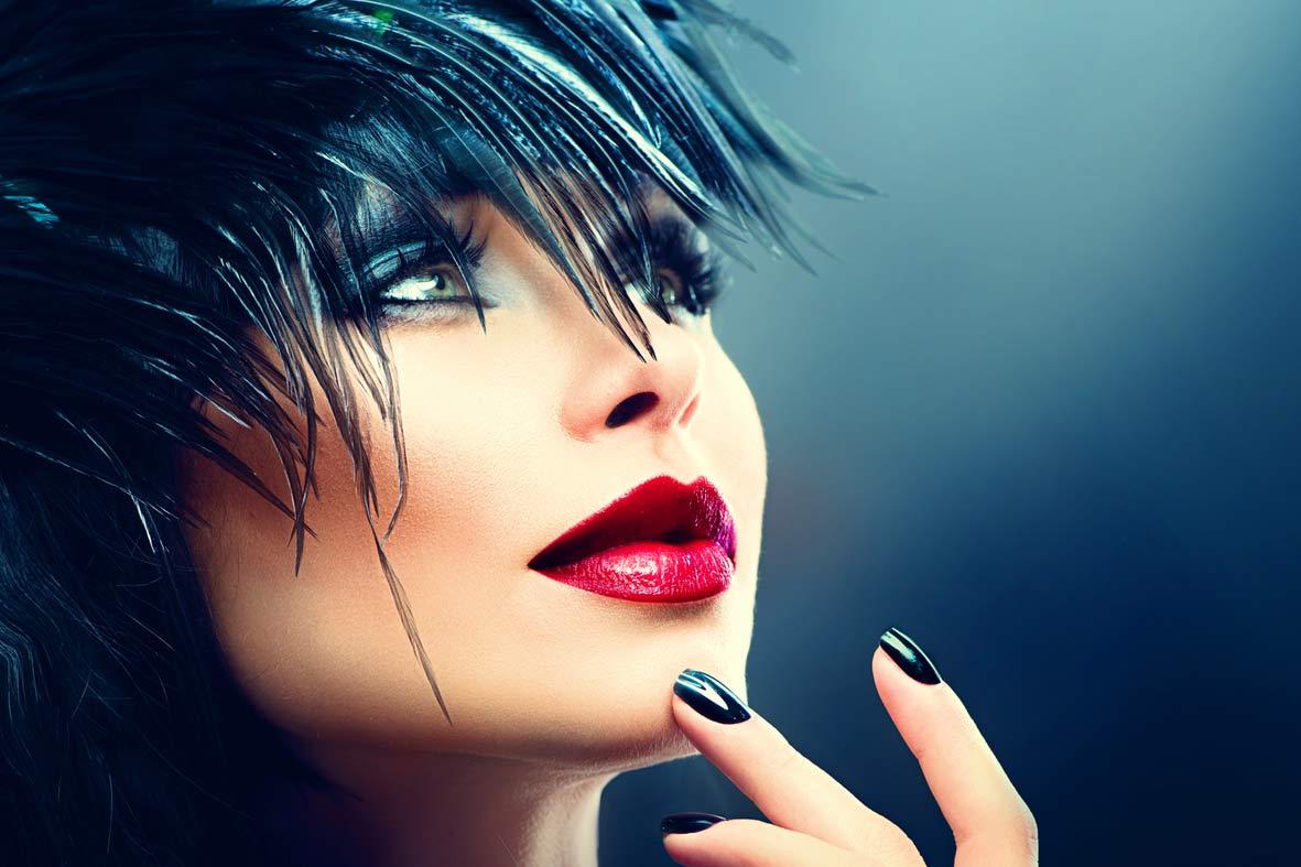 portrait-mannequin-cheveux-ongles-noirs